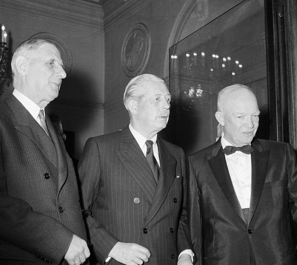 Charles de Gaulle, a sinistra, il primo ministro britannico Harold MacMillan, al centro, e il presidente americano Dwight D. Eisenhower - Eliseo a Parigi il 17 maggio 1960